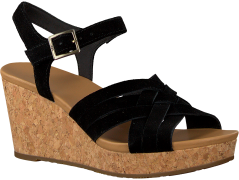 Black UGG shoe UMA